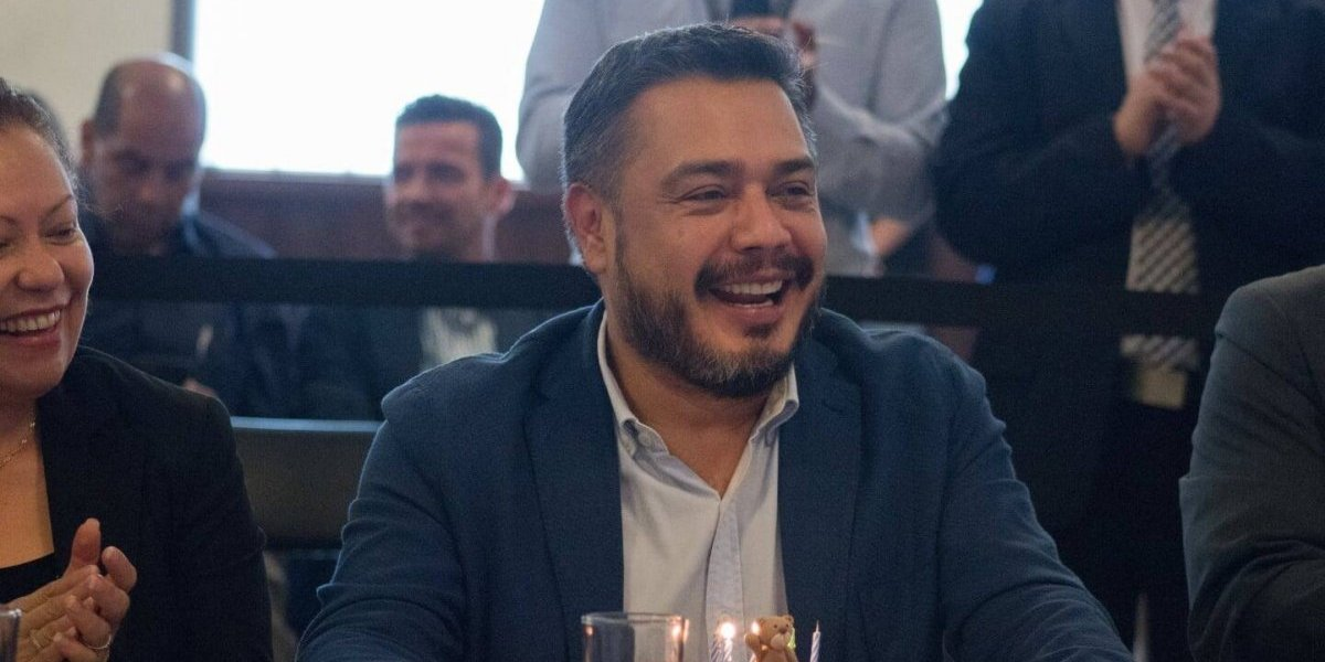 TSE advierte Javier Hernández por campaña anticipada