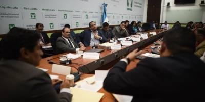Ministros de Comunicaciones, José Benito, y de Finanzas, Víctor Martínez, en citación de la UNE