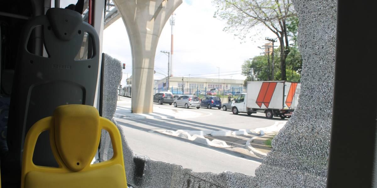Ônibus são depredados com bolinhas de gude na zona leste de SP