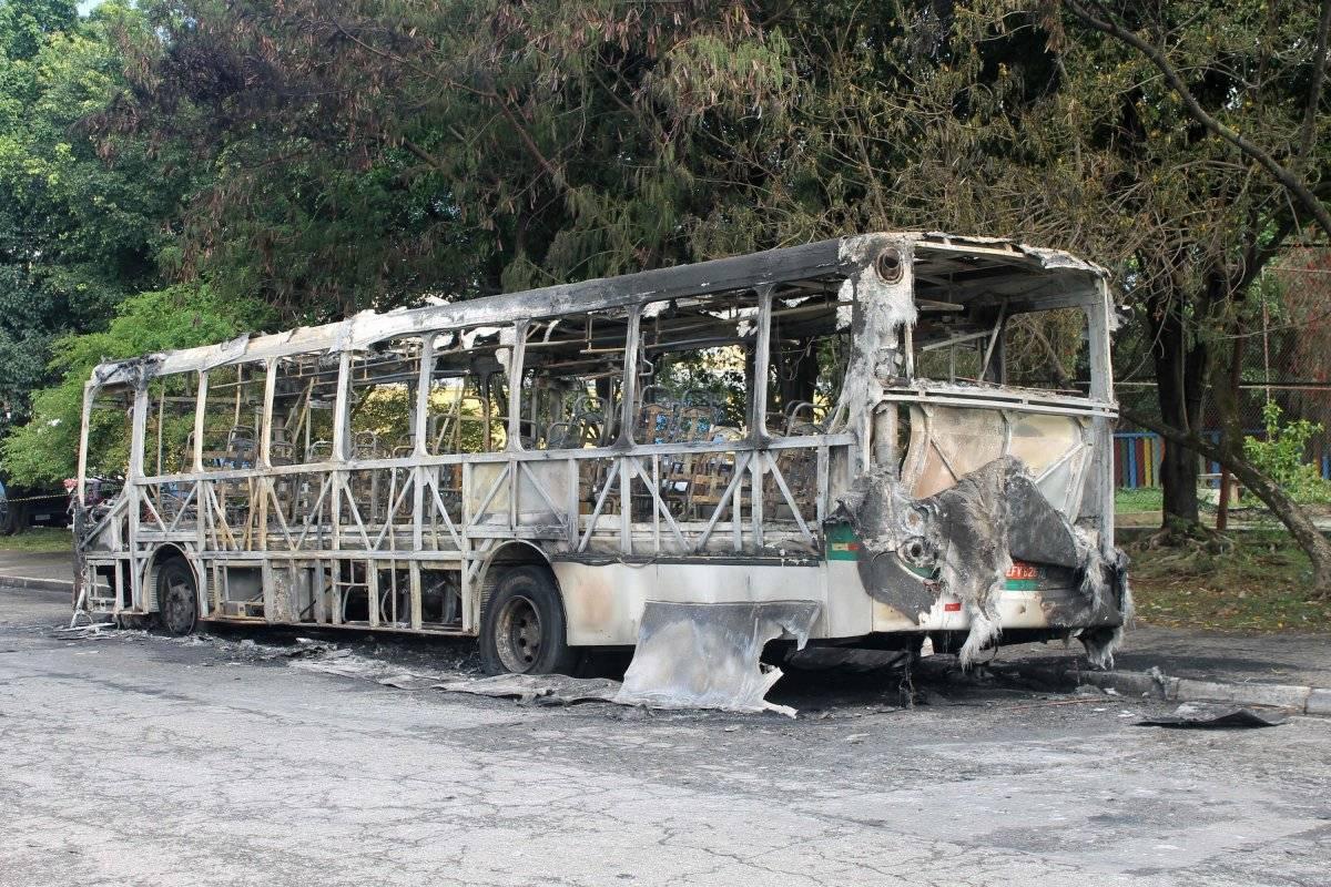 Ônibus incendiado na Vila Prudente