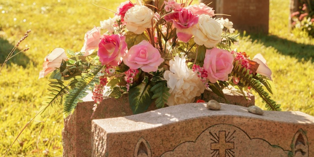 Roban más de 100 floreros de cementerio en Trujillo Alto