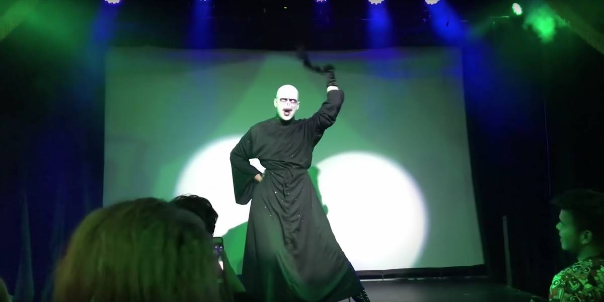 Performance de drag queen como Lord Voldemort viraliza; assista