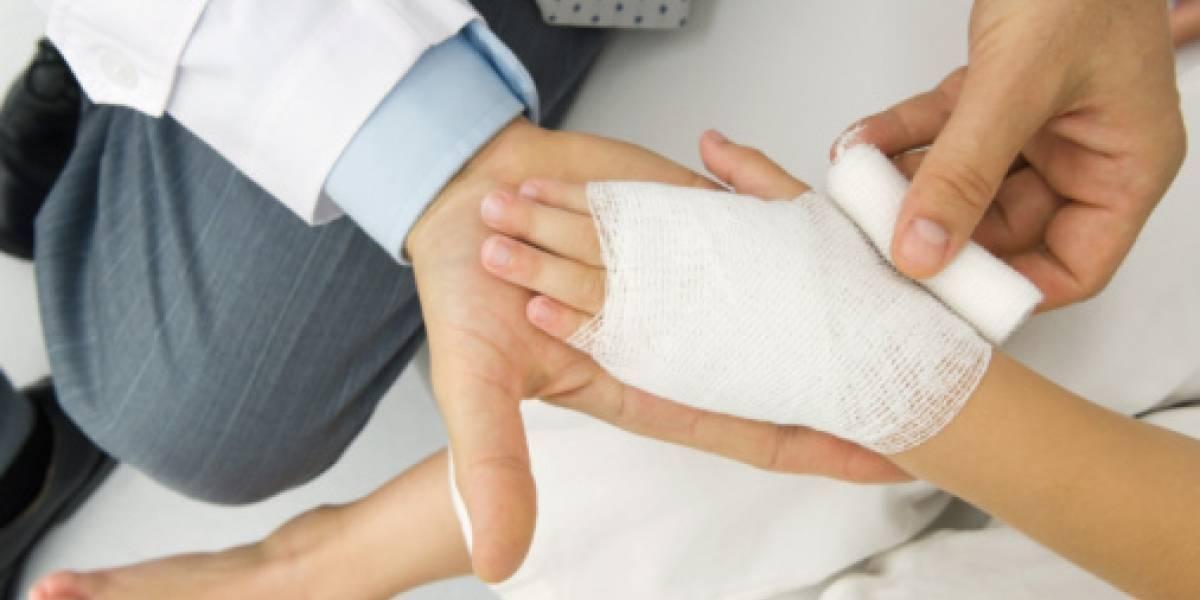 Hombre quema salvajemente las manos a su hijastro de 7 años