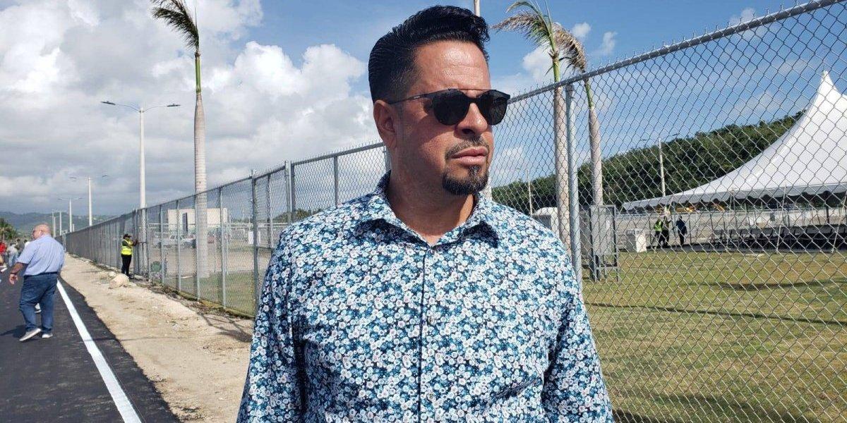 Donativo a torneo de dominó le cuesta referido al FEI al alcalde de Ceiba