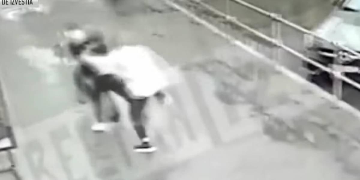 Filtran video de futbolistas golpeando brutalmente a dos hombres en un mismo día