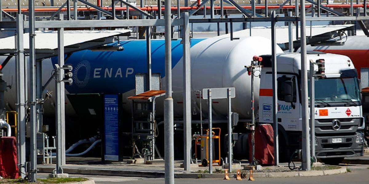 """Funcionarias de la PDI sufrieron """"intoxicación por gases"""" tras revisar instalaciones de Enap en Quintero"""