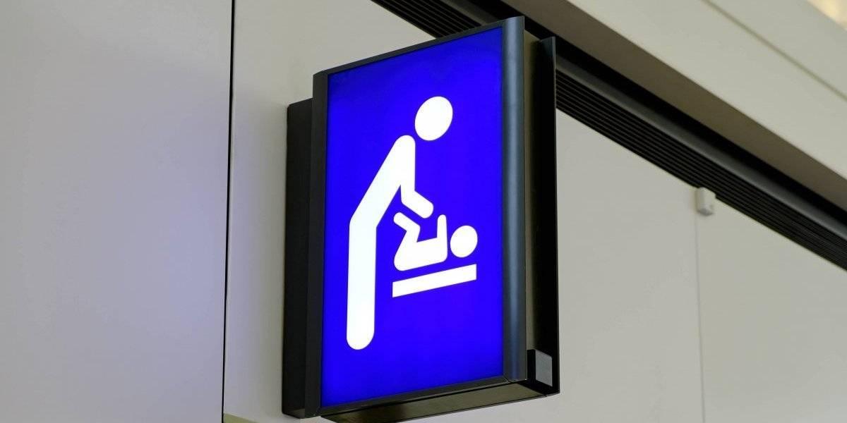 Requerirán que baños públicos tengan cambiadores para bebés