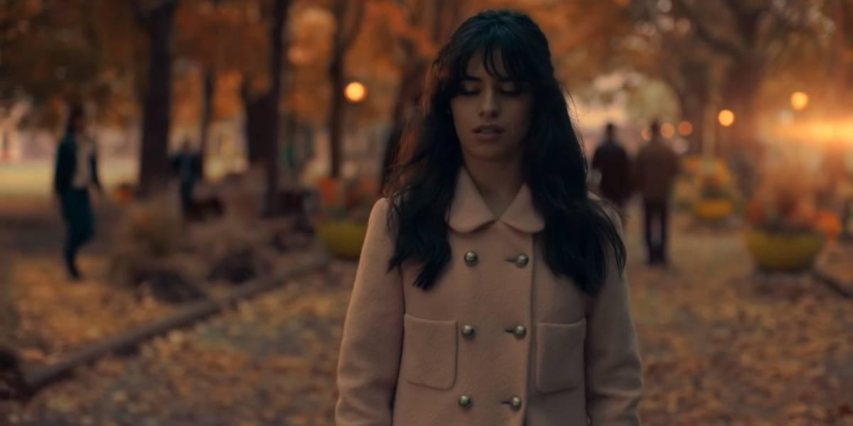 Camila Cabello e Dylan Sprouse fazem sucesso em novo videoclipe: 'Consequences'