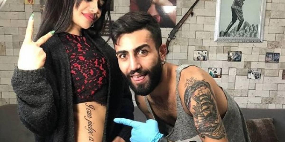 Estrella de Instagram estrena gigantesco tatuaje que le recorre todo el cuerpo y se gana el troleo mundial tras épico error
