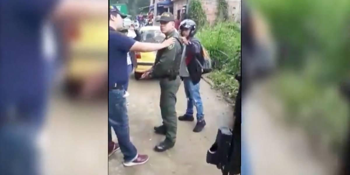 Capturan a dos policías en plena extorsión a un comerciante
