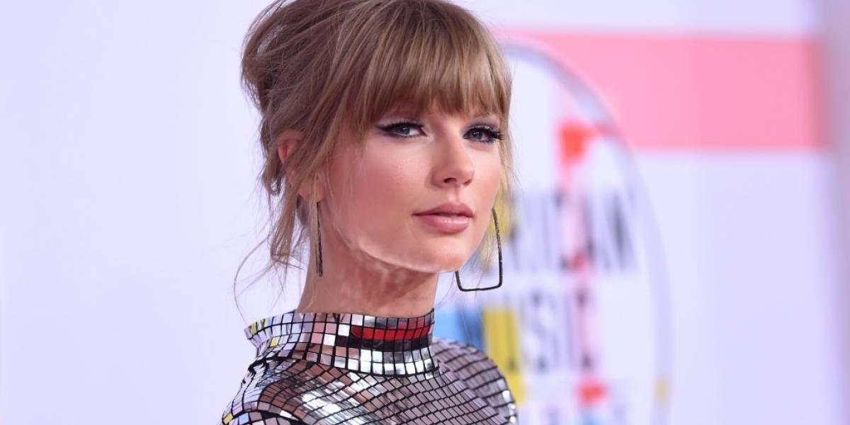 Taylor Swift triunfa en los AMAs, llama a sus fans a votar