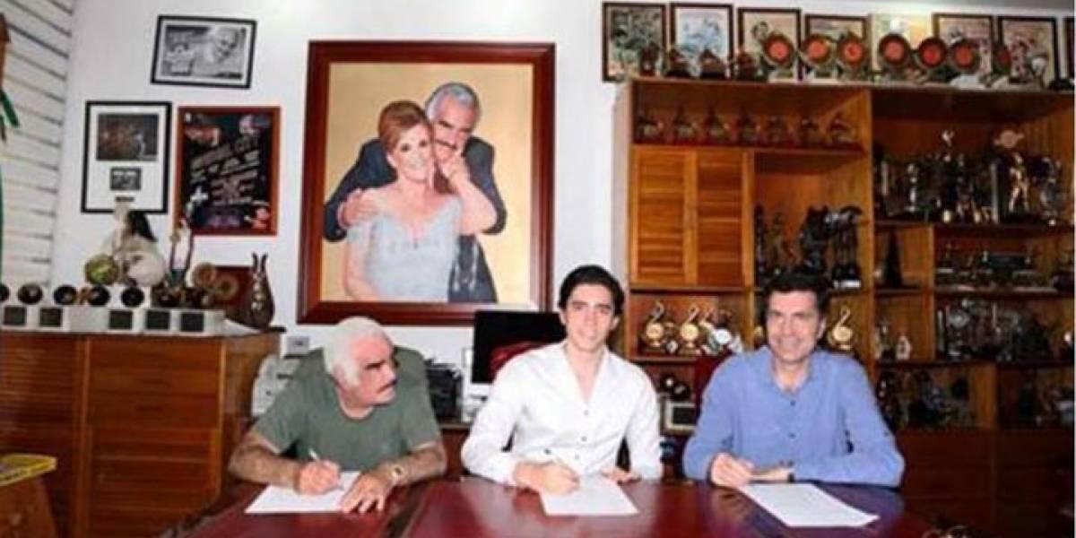 Alejandro Fernández Junior firma contrato discográfico