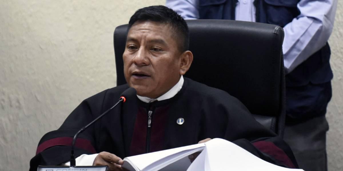 VIDEO. Imágenes muestran momento en el que juez Xitumul fue agredido por inspector de la PNC