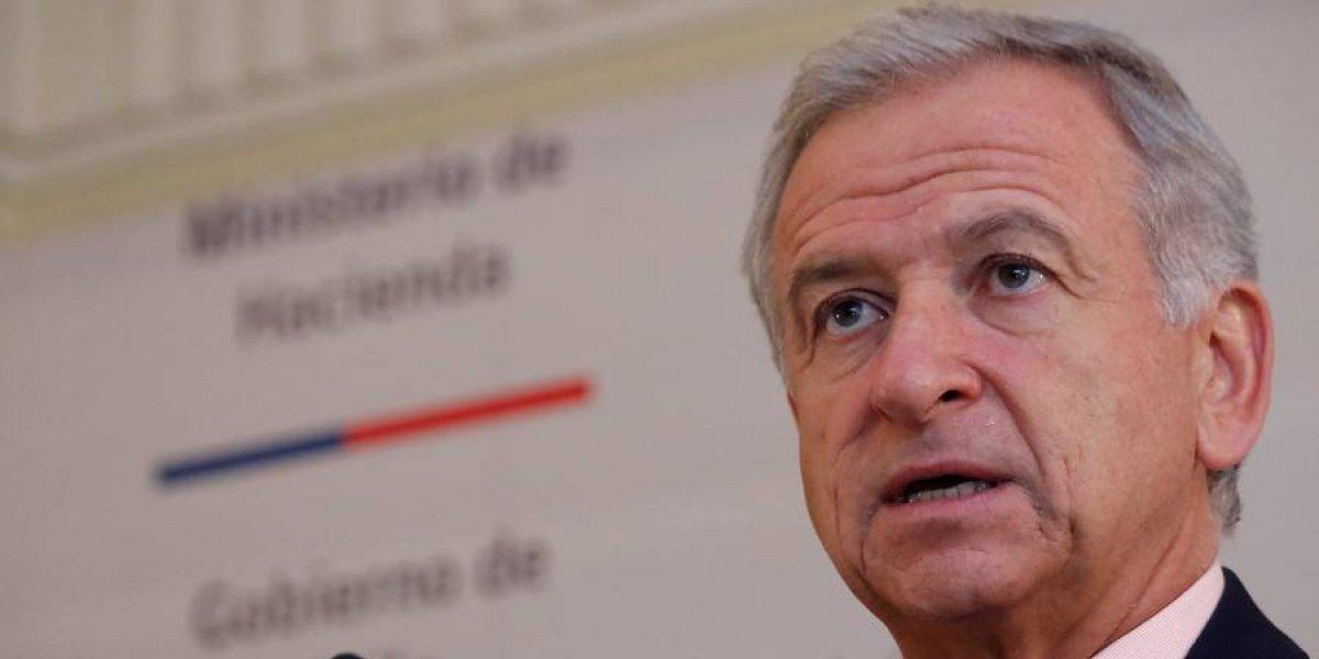 """Al  ministro de Hacienda le parece bien decisión de Santander con Transbank """"en la medida en que esto redunda en mayor competencia"""""""