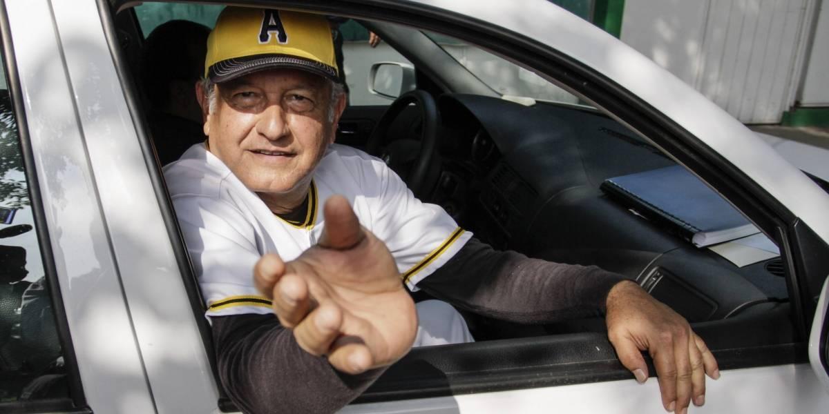 AMLO recibe invitación de Astros para asistir a juego de Postemporada
