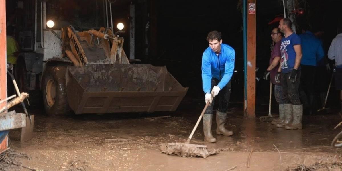 VIDEO Rafael Nadal ayuda gente de Mallorca tras inundaciones