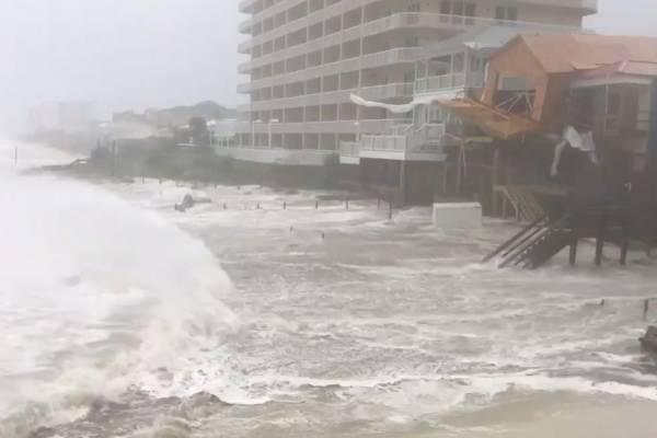 Inician a sentirse los fuertes vientos de Michael en Florida