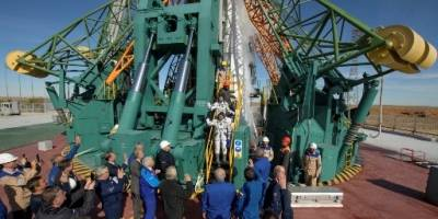 Imágenes de los astronautas y la nave antes del despegue.