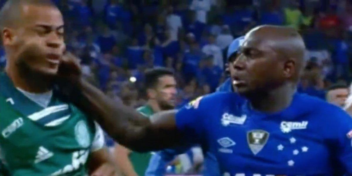 Sassá del Cruzeiro recibió seis fechas de suspensión por pegar feroz puñetazo en la Copa de Brasil