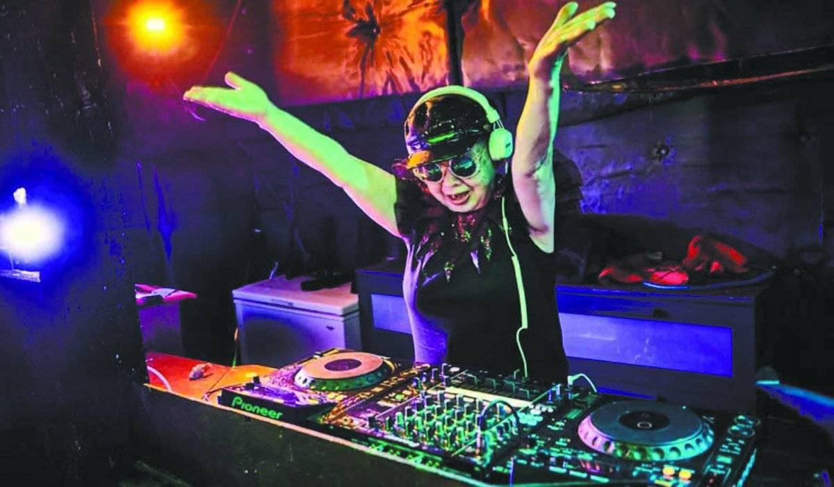 A mais velha DJ profissional