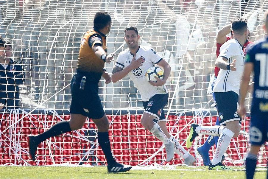 Colo Colo no sabe de victorias desde el 25 de agosto. Ese día el Cacique venció 1-0 a la U con gol de Insaurralde / Foto: Photosport