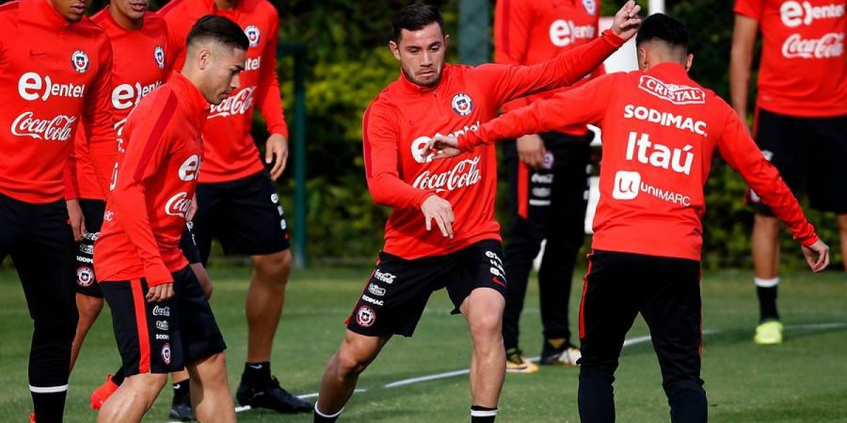 La banda izquierda rinde examen en la nueva Roja de Reinaldo Rueda