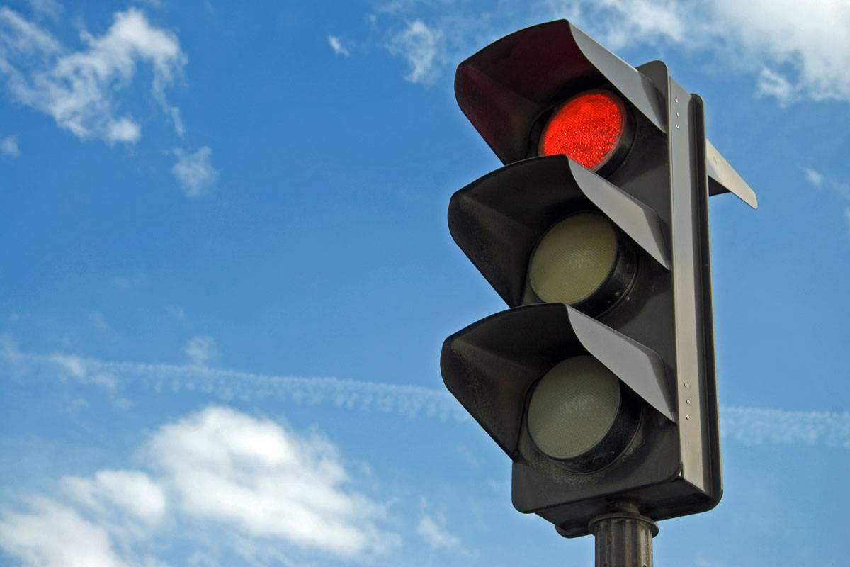 trafficlightred1200-c08f5ecd5e1dad47db3b7c85cf87fe07.jpg