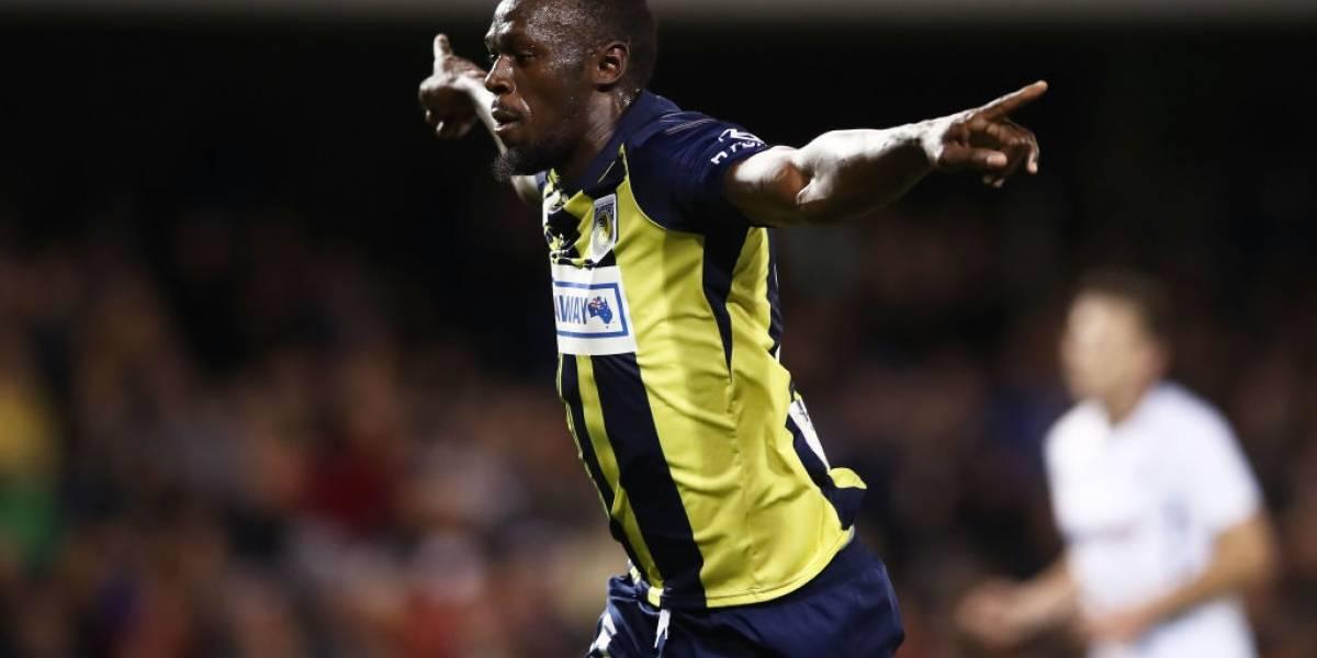 Usain Bolt se luce al anotar sus primeros dos goles como profesional