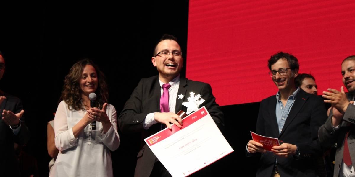 El paso a la final mundial y diez mil dólares: la historia del profesor hospitalario de Puerto Montt que ganó el Global Teacher Prize Chile
