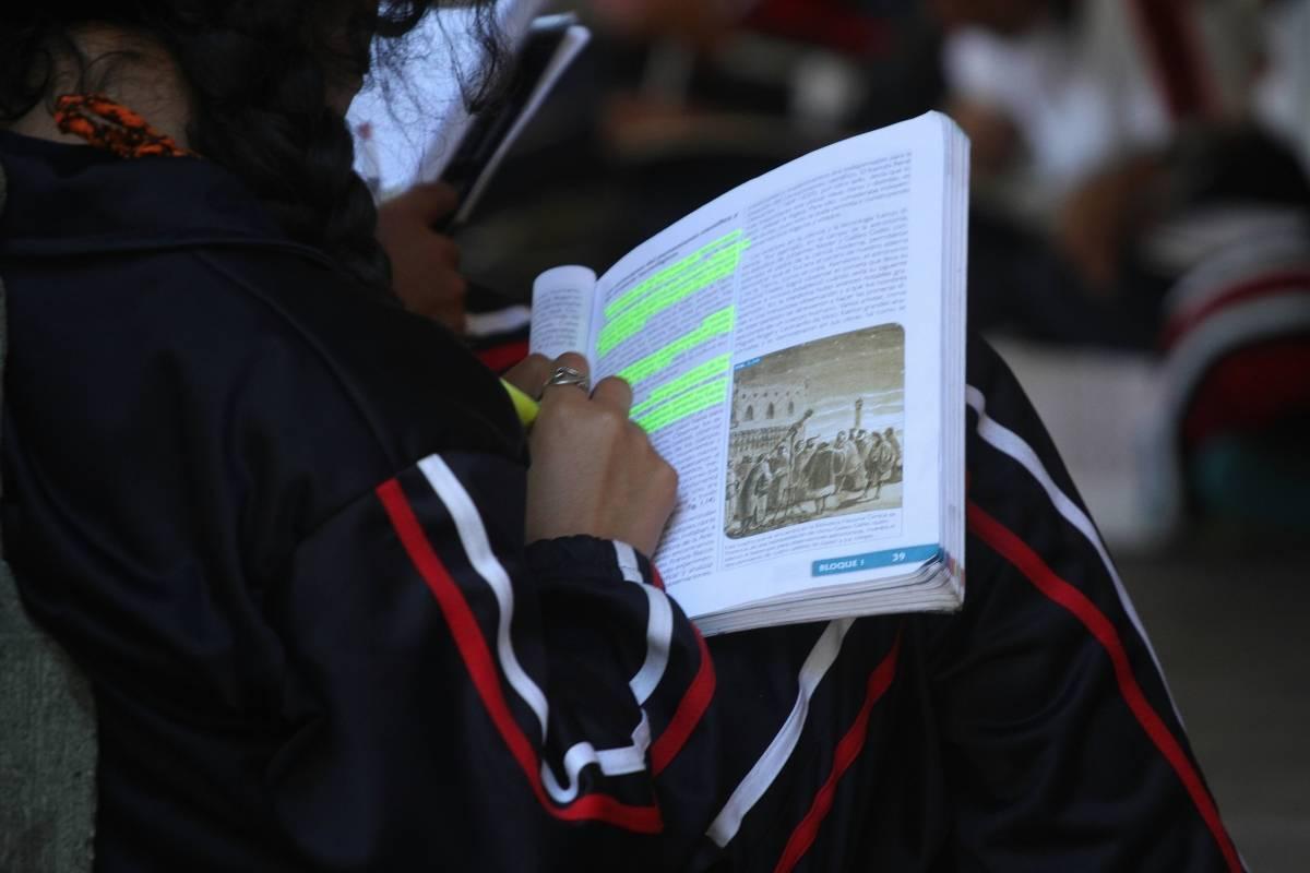 Mexicana se gana el aumento de sueldo mamando verga video completo en httpcutpaidcomuht9t - 4 8