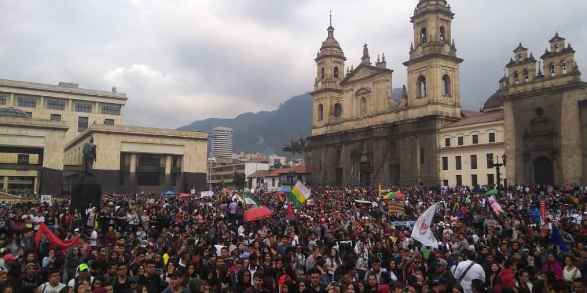 ¿Cuánto se podría comprar con el déficit presupuestal de la educación pública en Colombia?