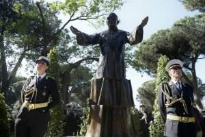 Estatua de Monseñor Romero en Roma.