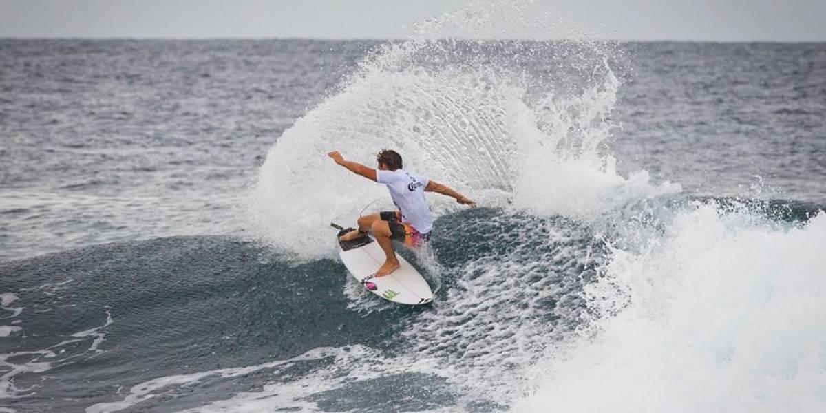 Mal tiempo no detiene rondas preliminares en el Corona Pro Surf