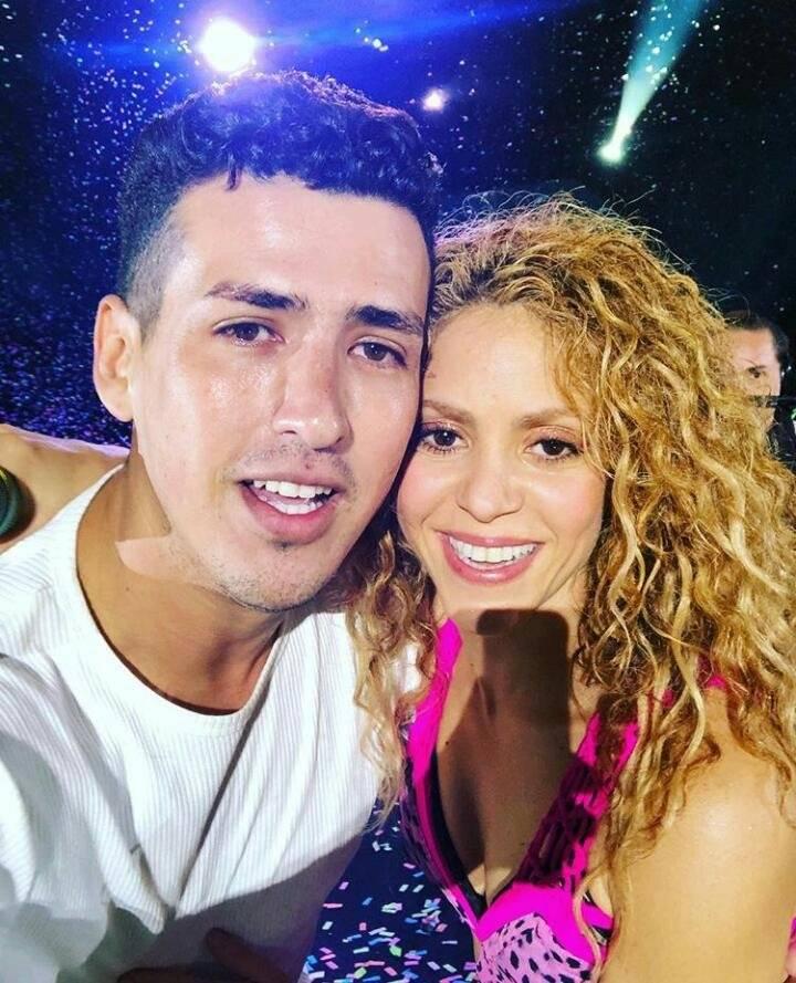 Fan que se subió al escenario logró tomarse la foto con Shakira Instagram