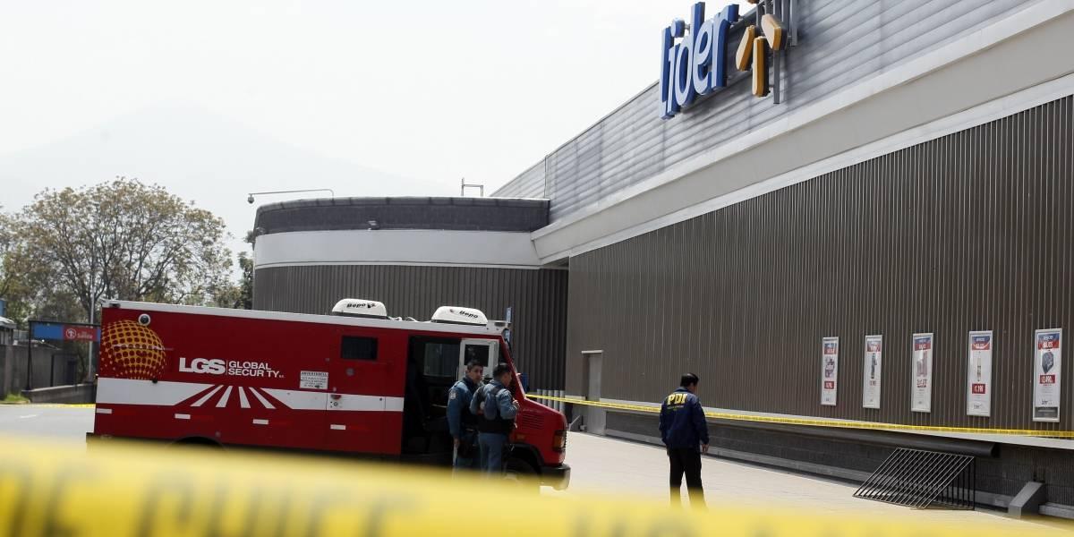 Un guardia herido y millonario botín: violento asalto a camión de valores desata tiroteo en Recoleta