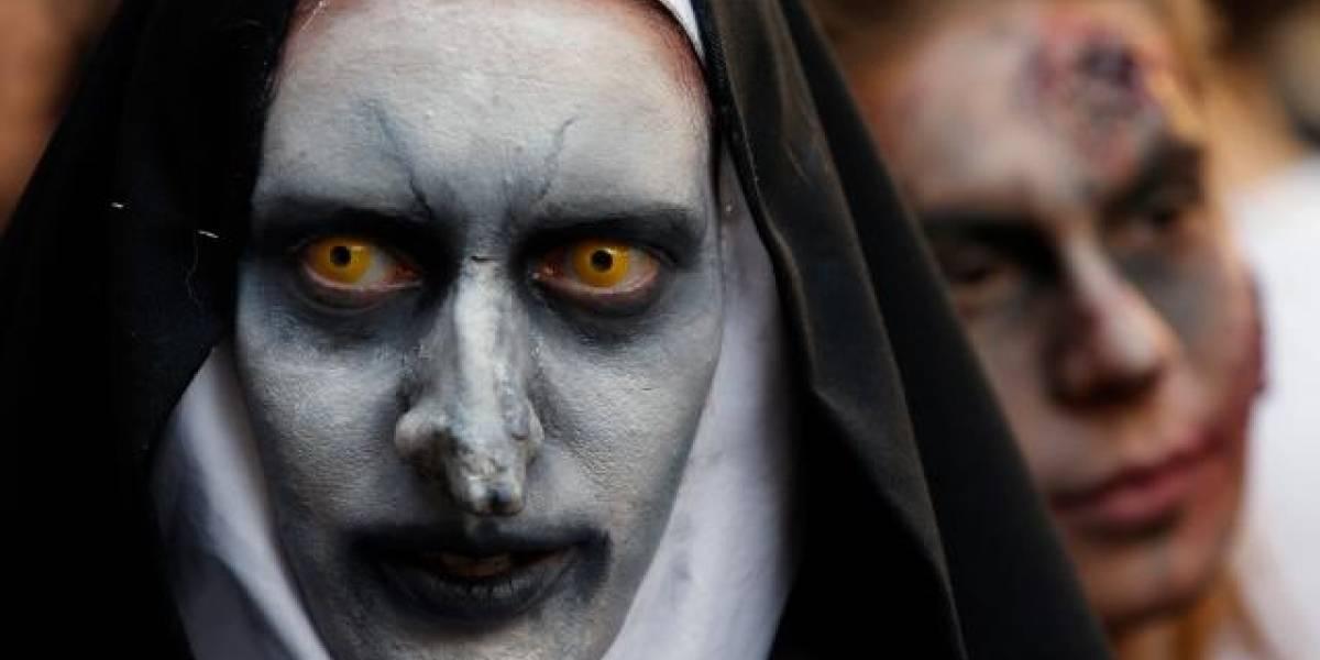 """Cientos de zombies """"asustan"""" en calles de Santiago de Chile"""