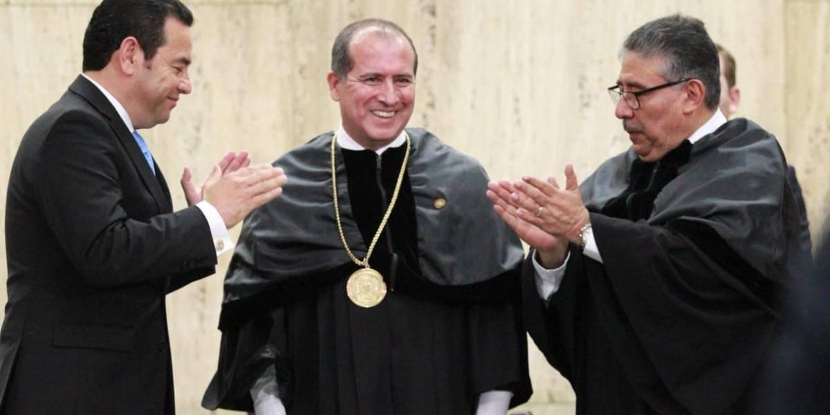Nester Váquez toma posesión como presidente del Organismo Judicial