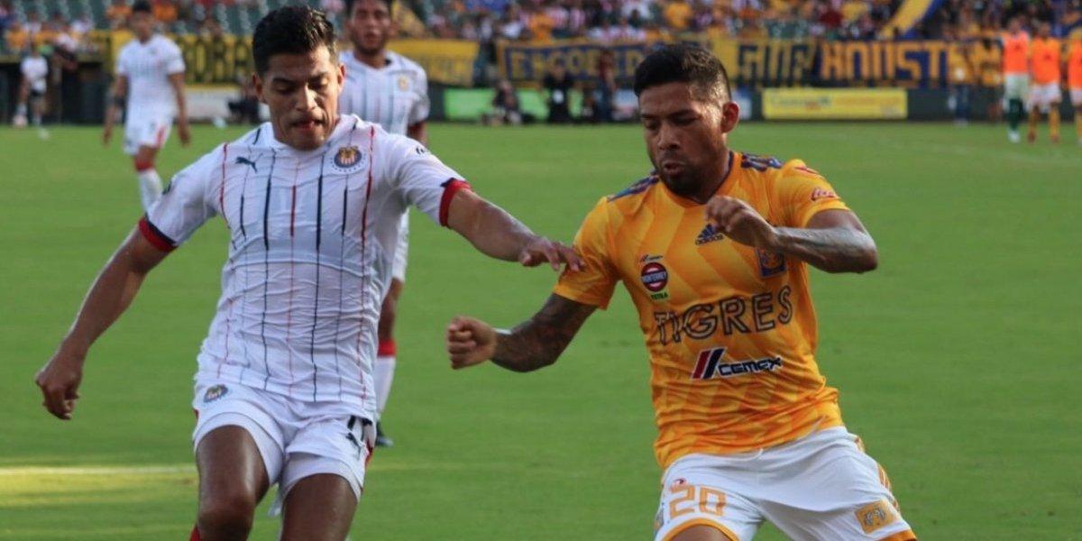 Chivas vence en penales a Tigres en partido amistoso