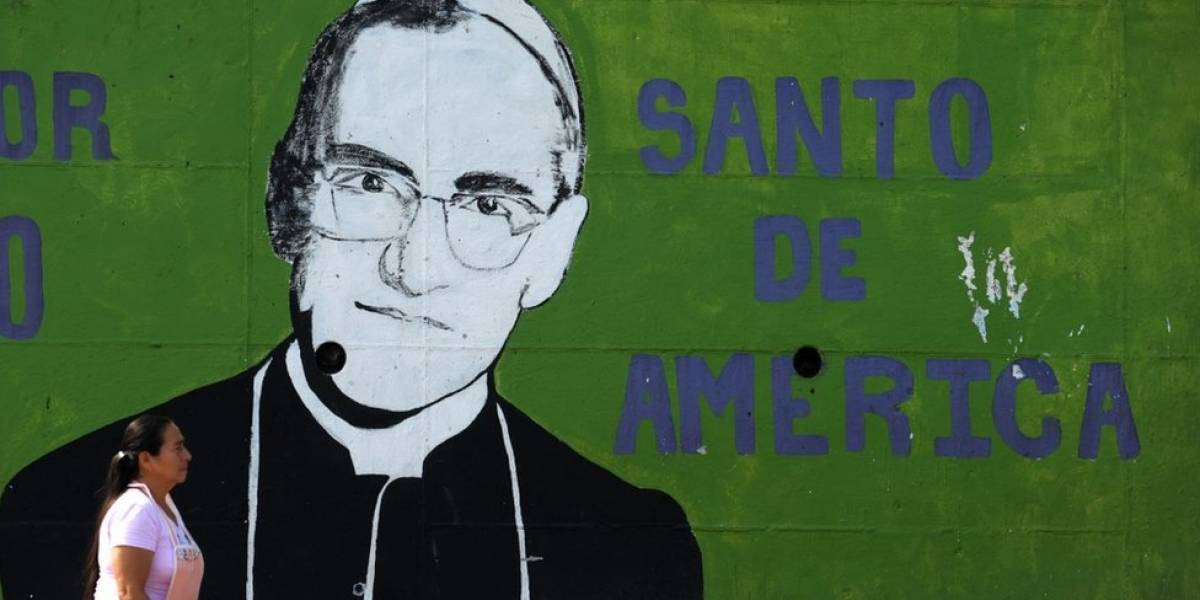 """Por qué el Vaticano llegó a ver como un """"peligro"""" a monseñor Romero (a quien este domingo convierte en santo)"""