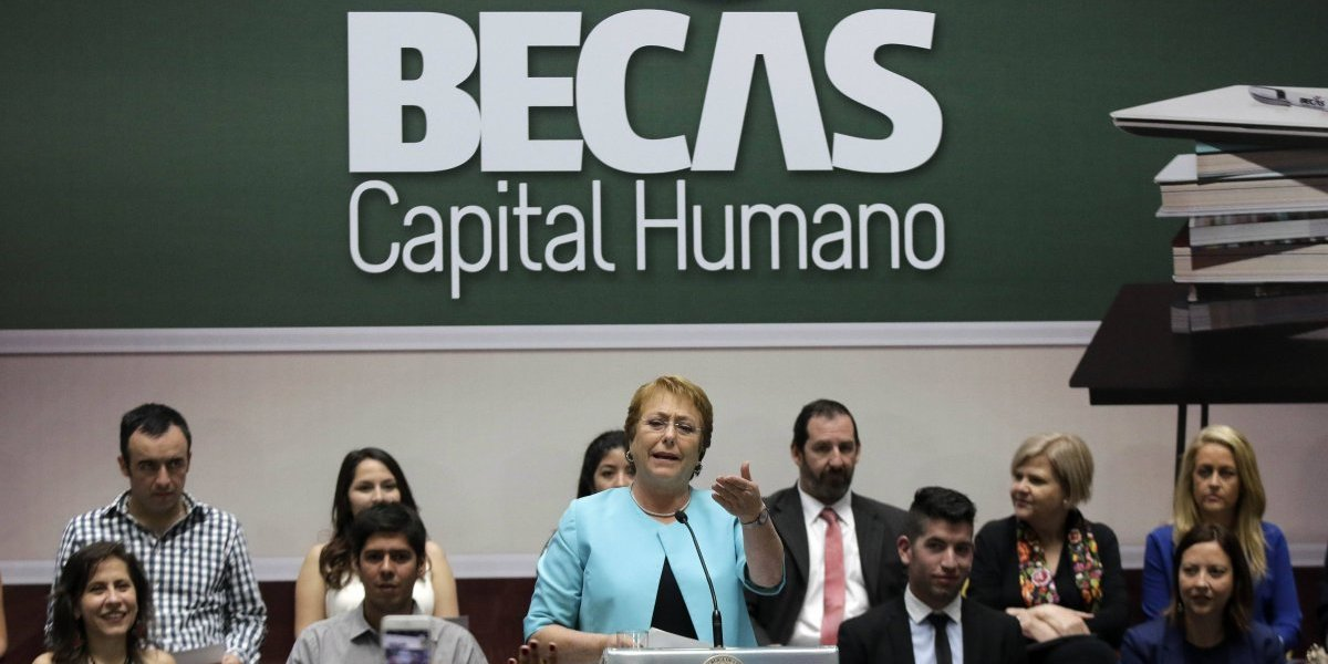 Banco Mundial destaca plan social de Bachelet en ranking de capital humano