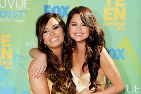 Demi Lovato y Selena Gómez no están pasando un buen momento. Ambas son víctimas de una vida de presiones, adicciones y problemas de autoestima