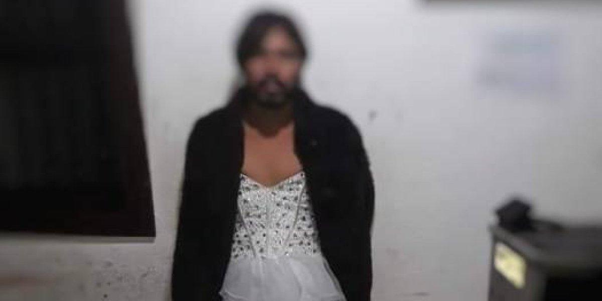 Capturan a hombre vestido de mujer con droga