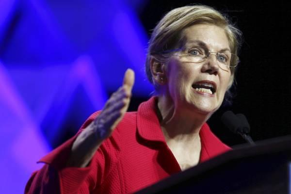 En esta fotografía de archivo del 1 de junio de 2018, la senadora Elizabeth Warren, demócrata de Massachusetts, habla en la Convención Massachusetts 2018 del Partido Demócrata en Worcester, Massachusetts.