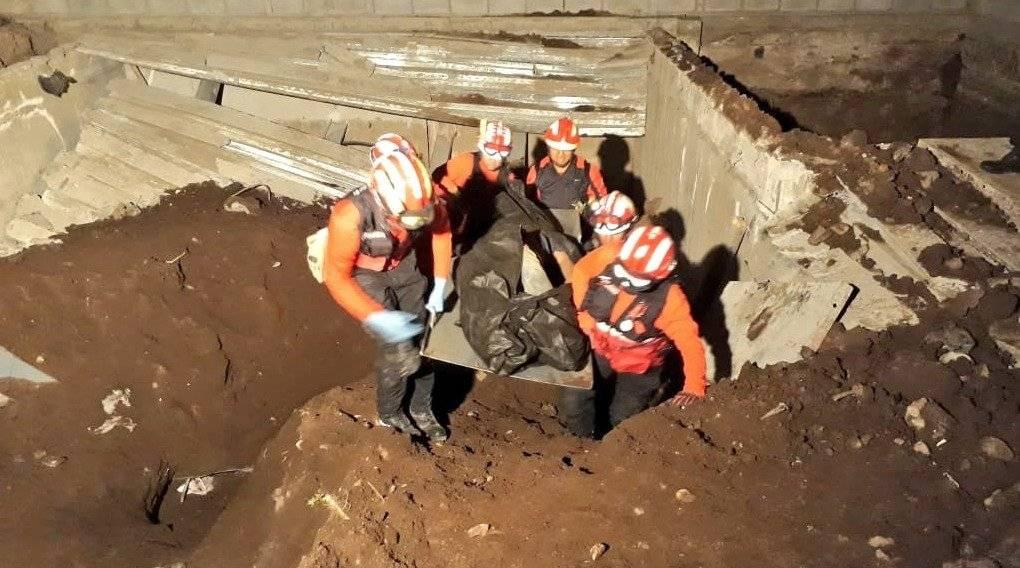 Quito: Un fallecido tras un colapso estructural ocurrido en el sector de Miravalle 1 BOMBEROS QUITO