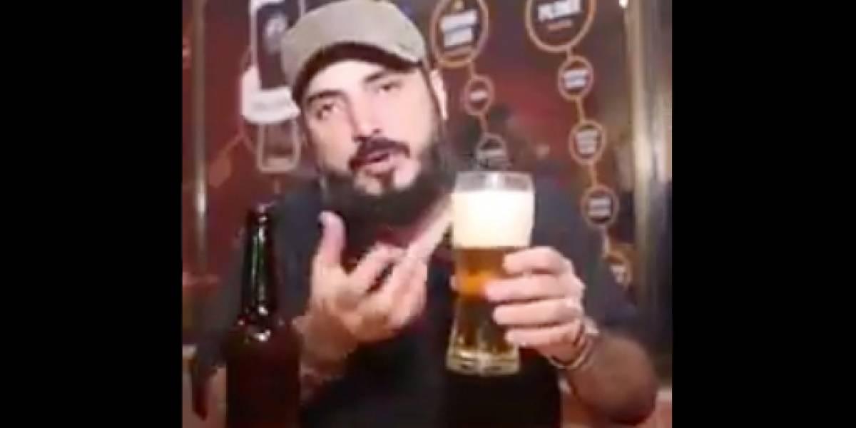 Video muestra por qué la cerveza se debe servir con espuma