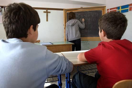 classroomwithcrucifix-ec108a0d26ea61c8b3e024a07da07bad.jpg