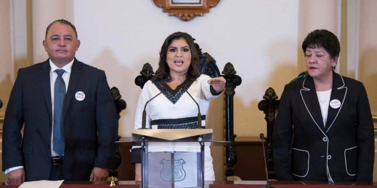 """""""Es un honor estar con Obrador"""": Claudia Rivera al rendir protesta como presidenta municipal de Puebla"""