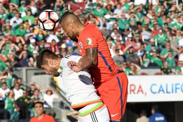 Araujo y Vidal se verán nuevamente las caras / imagen: Getty Images