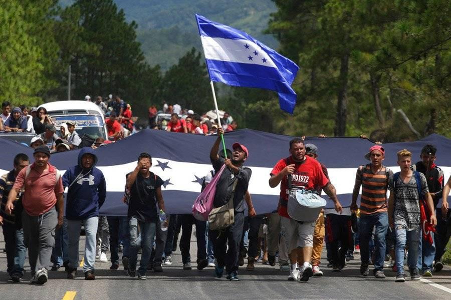 Caravana de hondureños cruzó frontera con Guatemala