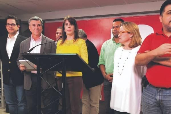 De los 28 miembros que asistieron, solo seis favorecieron suspender la asamblea.